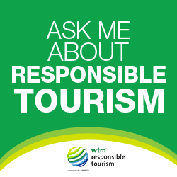 "Banner ""Ask me about responsible tourism"" de la World Travel Market"